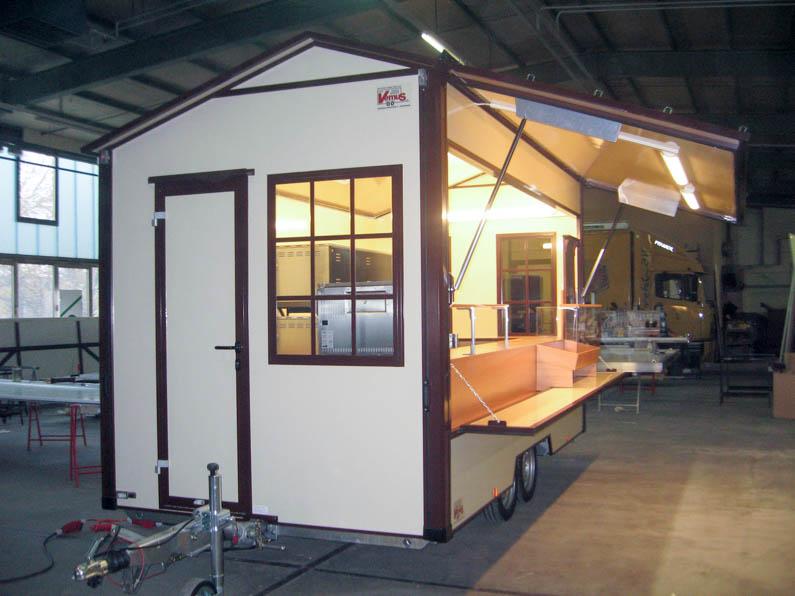 Backhaus Verkaufsanhänger mit Steinofen