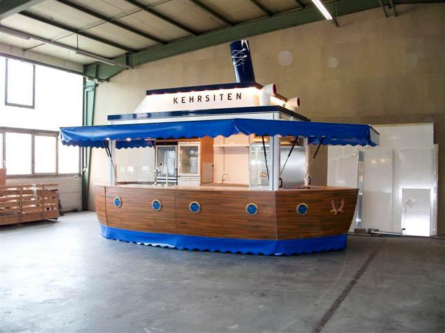 Fisch-Imbiss-Anhänger im Schiff-Design