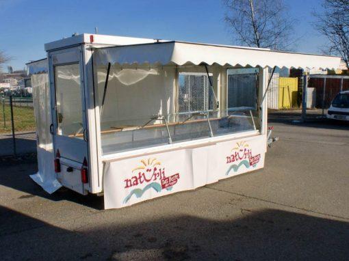 Außensteher – Marktanhänger Kühltheke