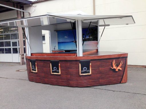 Mobile Bar im Piratenschiff-Design
