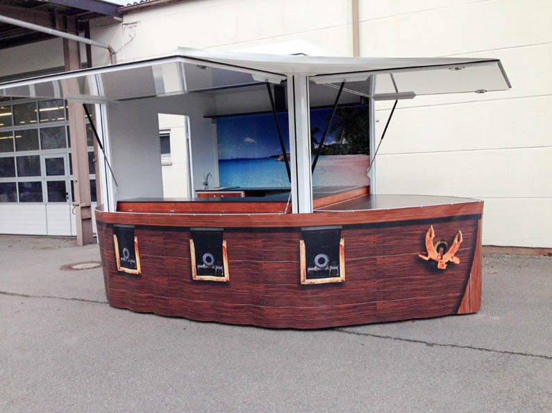 Mobile Bar im Piratenschiff-Design